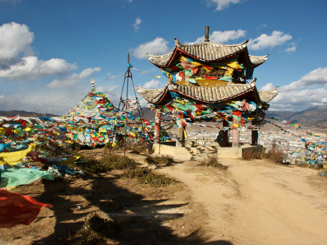 prayer-flags-on-top-of-the-world_shangrila_yunnan_china