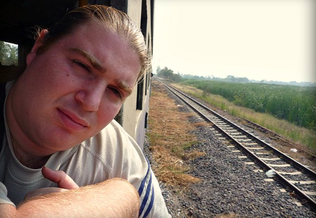 getting-some-air_third-class-train-to_ayutthaya_thailand